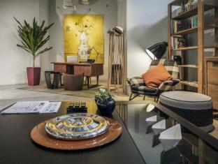 BIG Hotel Singapore - Concierge at the Living Room