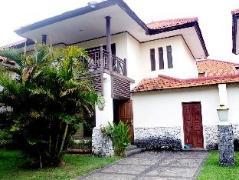 Roby's Villa MGA Mambruk | Indonesia Budget Hotels