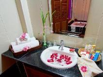 Shwe Ingyinn Hotel Mandalay: bathroom