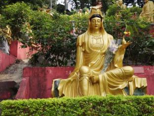 Courtyard By Marriott Hong Kong Sha Tin Hotel Hong Kong - Ten Thousand Buddhas Monastery