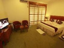 Raza Gyo Hotel: guest room
