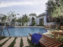 Raza Gyo Hotel: swimming pool