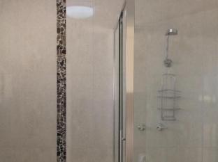 Addison Motor Inn Shepparton -  Executive Bathroom