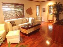 Australia Hotel Booking | Trinity Tropical Oasis Trinity Beach Holiday House
