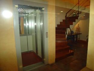 /hostal-adarnius/hotel/la-bisbal-es.html?asq=jGXBHFvRg5Z51Emf%2fbXG4w%3d%3d
