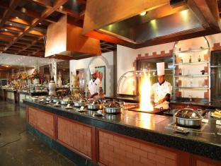 The Lalit Mumbai Mumbai - Kitchen