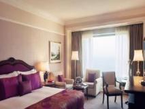 Taj Lands End: guest room