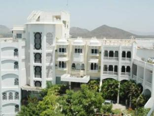 /hotel-hill-top-palace/hotel/udaipur-in.html?asq=jGXBHFvRg5Z51Emf%2fbXG4w%3d%3d