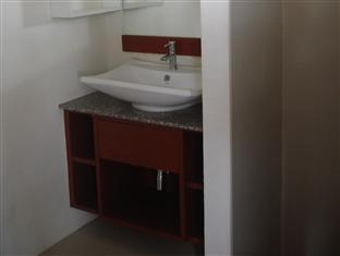 Leelawadee Apartment Phuket - Bathroom