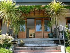 7 on Baker Holiday House | New Zealand Budget Hotels