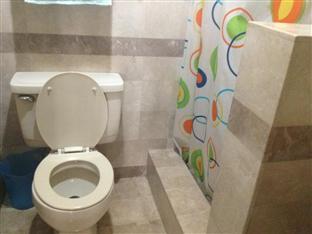 Suite 5C LPL Tower Serviced Apartments Manila - Bathroom