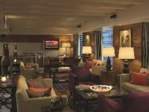Laurent & Benon Suites - Santacruz East: pub/lounge