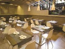 Laurent & Benon Suites - Santacruz East: coffee shop/cafe