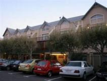 South Africa Hotel Accommodation Cheap | lodge terrace and parking area