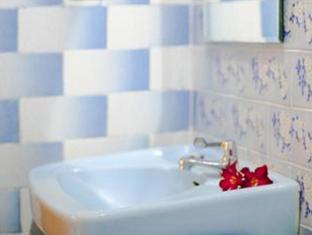 Watering Hole I Hotel Bali - Bathroom