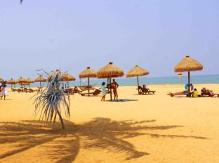 Mount Lavinia Hotel Colombo - Private Beach