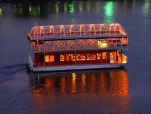 Cinnamon Lakeside Hotel Colombo - Floating restaurant