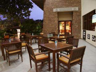 Cinnamon Lakeside Hotel Colombo - Sports Pub