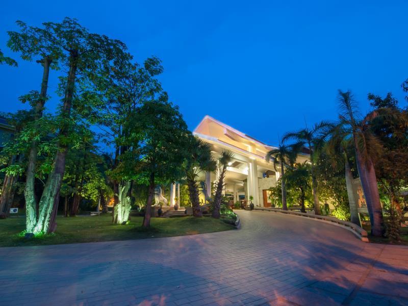 Borei Angkor Resort & Spa3