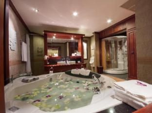 Borei Angkor Resort & Spa Siem Reap - Royal Suite - Bathroom