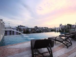 Chillax Resort Bangkok - Swimming Pool