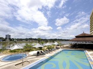 Grand Margherita Hotel Kuching - Uszoda