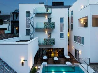 /hotel-the-royal-snail/hotel/namur-be.html?asq=jGXBHFvRg5Z51Emf%2fbXG4w%3d%3d