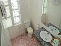 Lucky Hotel: bathroom