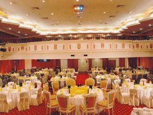 默迪卡宫酒店和套房 古晋 - 宴会厅