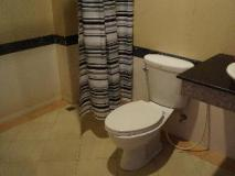 Chalouvanh Hotel: bathroom