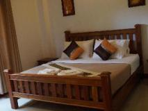 Chalouvanh Hotel: guest room