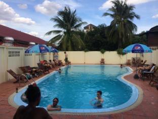 Dream Home Hostel 2 Vientiane - Zwembad