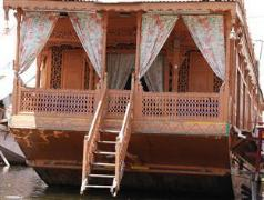 Dilshad Group of Houseboats   India Hotel