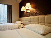 H1 Hotel: guest room