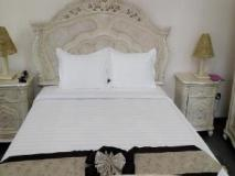 Tiger Hotel: guest room