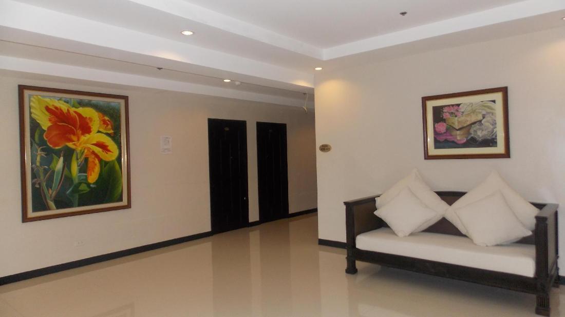 メイン ホテル アンド スイート (Main Hotel and Suites)