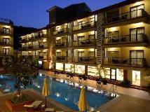 Deltin Suites: swimming pool