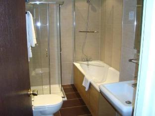 Royal Eagle Hotel London - Bathroom