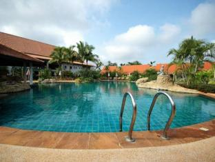 Golden Pine Resort and Spa Chiang Rai - Pool