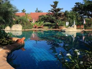 Golden Pine Resort and Spa Chiang Rai - Swimming Pool