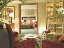Business Suite Queen Room