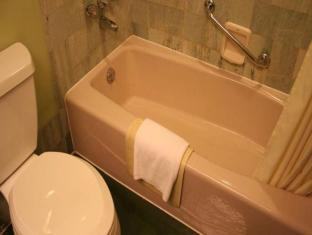 Jianguo Hotel Shanghai - Bathroom