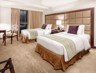 Discovery Suites Hotel Manila - Serendipity Three-Bedroom Suite