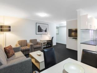 Oaks Hyde Park Plaza Apartments Sydney - 2 Bedroom Sitting Area