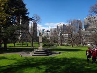 Knightsbridge Apartments Melbourne - Flagstaff Gardens