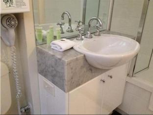 Knightsbridge Apartments Melbourne - Bathroom