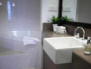 Mercure Hotel Parramatta Sydney - Guest Room Bathroom