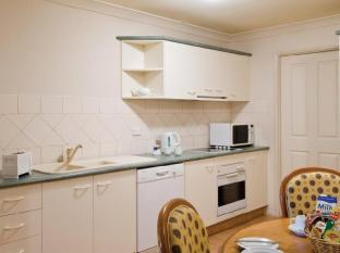 Royal Woods Resort Gold Coast - Full Size Kitchen in All 2 or 3 Bedroom Villas
