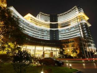 Shanghai Pine City Hotel