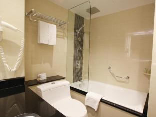 Prudential Hotel Hong Kong - Bathroom